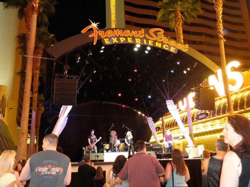 Grupo musical en Freemont street