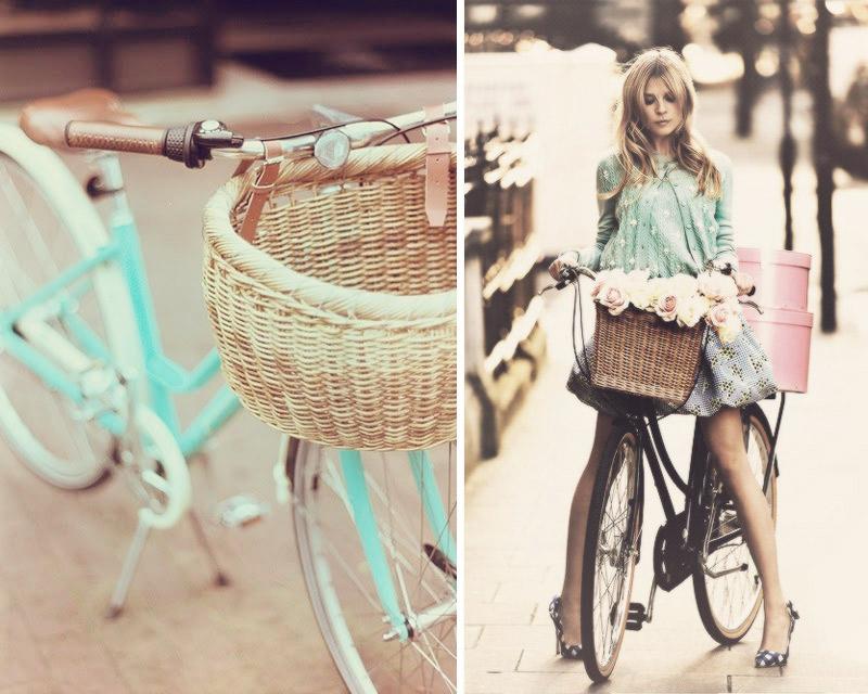 Chica en bicicleta retro