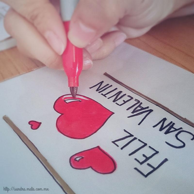 Paso 3: Calca el dibujo con los marcadores